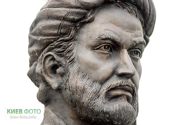 Пам'ятник Авіценні