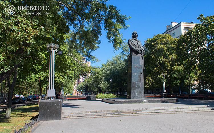 Пам'ятник Миколі Гоголю у Києві