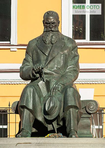 Пам'ятник Михайлу Грушевському в Києві