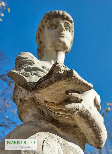Пам'ятник Анні Ахматовій