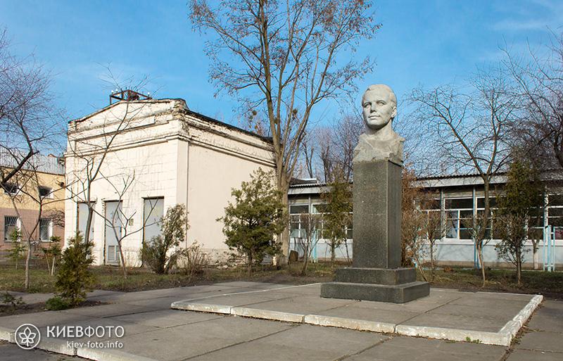 Пам'ятник Юрію Гагаріну в Києві