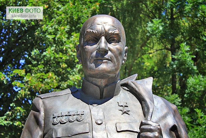 Пам'ятник Олександру Мікуліну