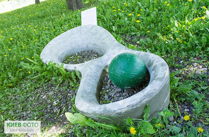 Скульптура «Нескінченність»