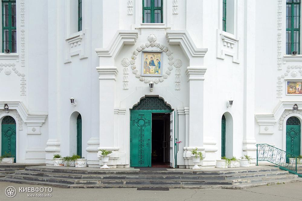 Троїцький собор на Троєщині