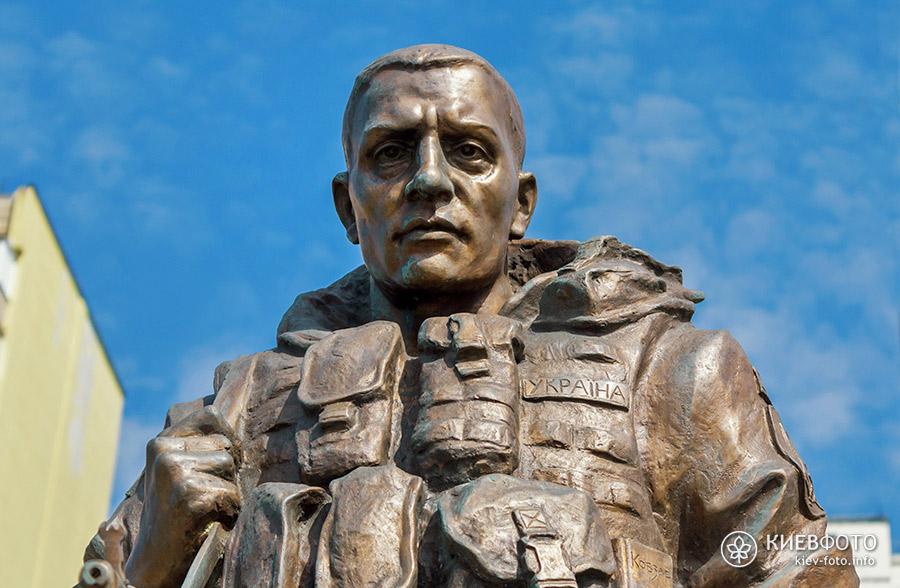 Пам'ятник воїну-добровольцю АТО на Троєщині