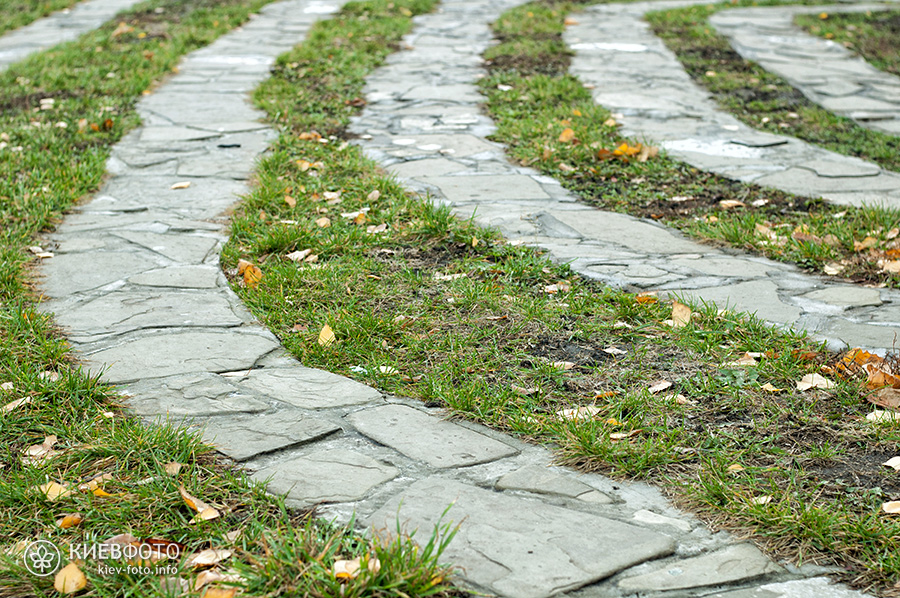 Кам'яний лабіринт «Подорож в себе» (на Оболоні)
