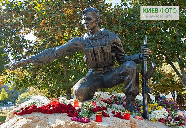 Пам'ятник Воїнам-патріотам України на Оболоні
