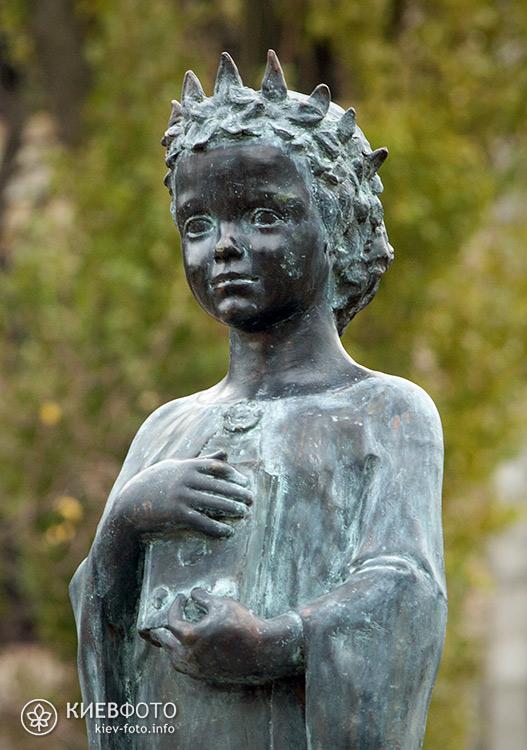 Пам'ятник Анні Ярославні (Anne de Kiev)