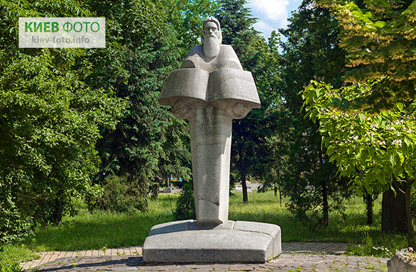 Пам'ятник Нестору Літописцю
