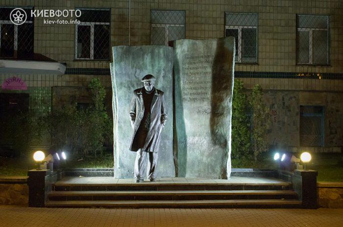 Пам'ятник Володимиру Короткевичу в Києві