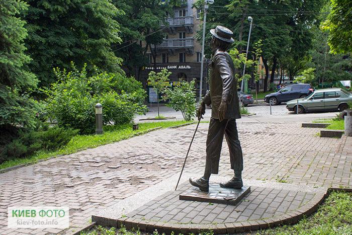Пам'ятник Паніковському на Прорізній