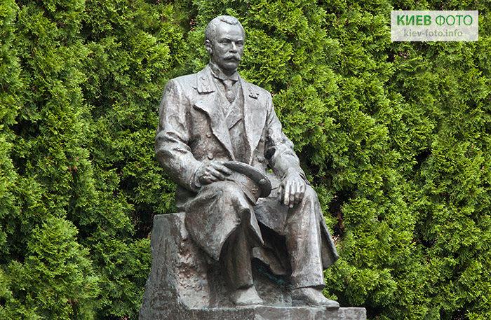 Пам'ятник Євгену Патону