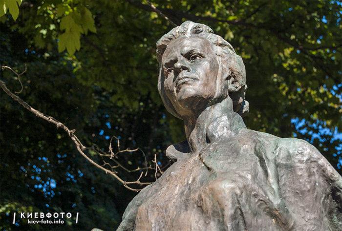 Пам'ятник Лесі Українці в Міському саду