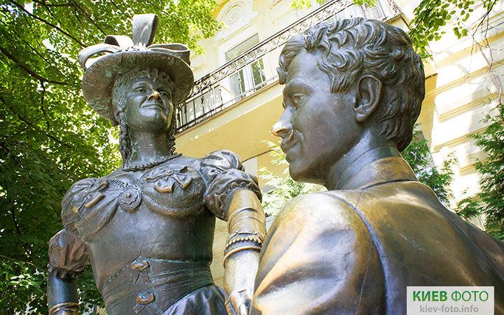 Пам'ятник Проні Прокопівні та Голохвастову (За двома зайцями)
