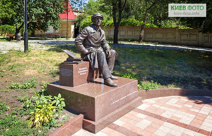 Пам'ятник авіаконструктору Костянтину Калініну
