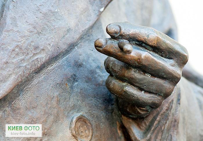 Пам'ятник «Місце зустрічі змінити не можна»