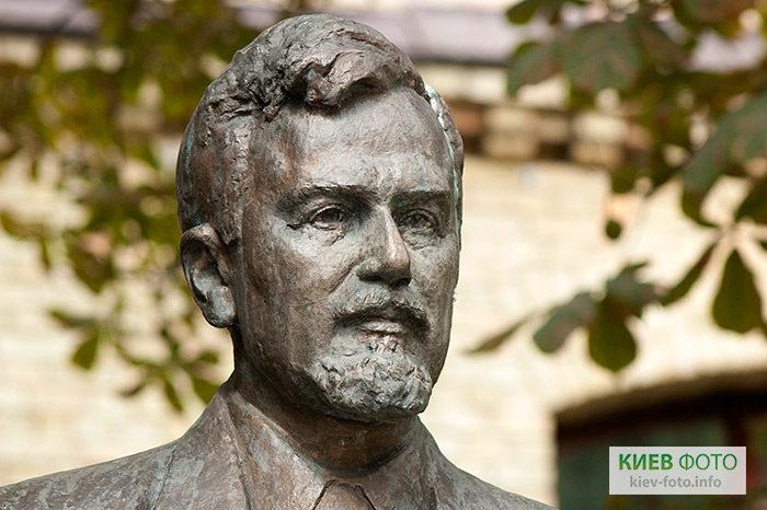 Пам'ятник Михайлу Кравчуку