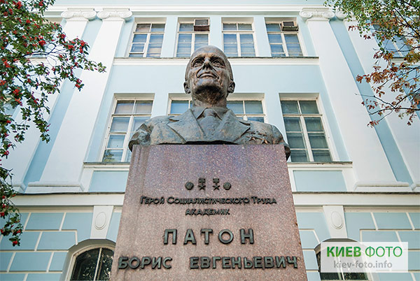 Пам'ятник Борису Патону