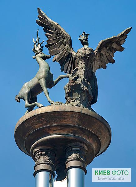 Пам'ятник на площі Сантьяго де Чилі