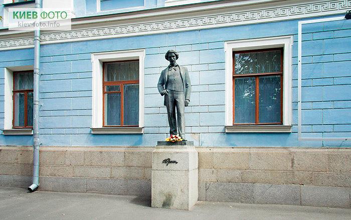 Пам'ятник Іллі Рєпіну у Києві