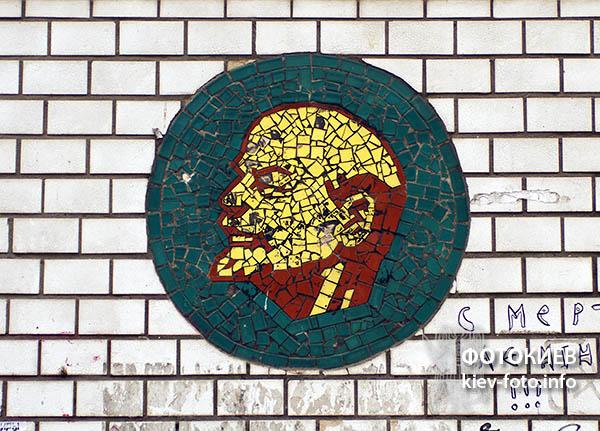 Декоративна колона з зображенням В.І. Леніна