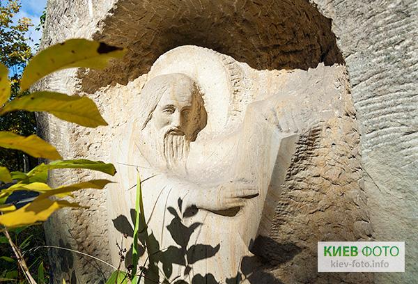 Скульптура «Аліпій Іконописець»
