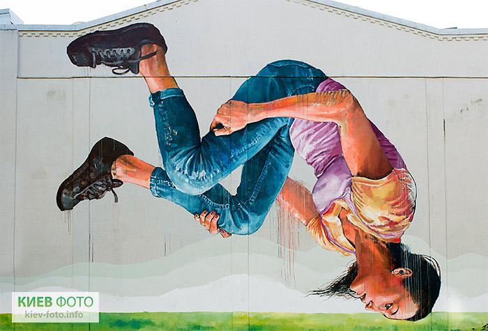 Мурал «Гімнастка»