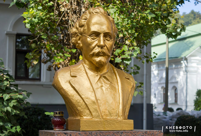 Надгробний пам'ятник Володимиру Бецу