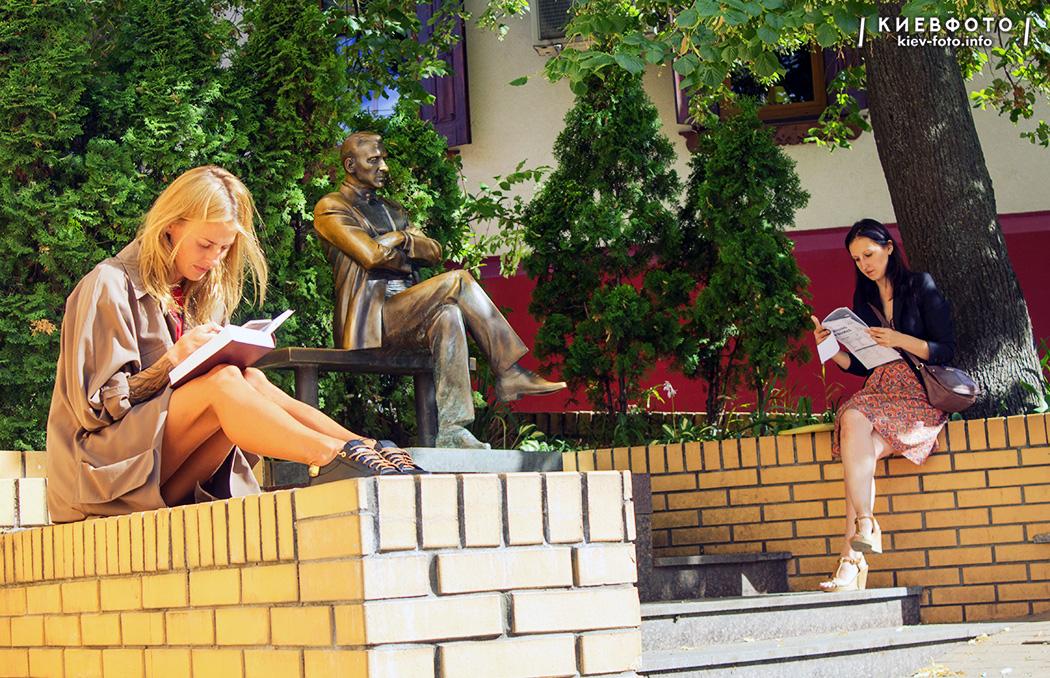 Пам'ятник Михайлу Булгакову