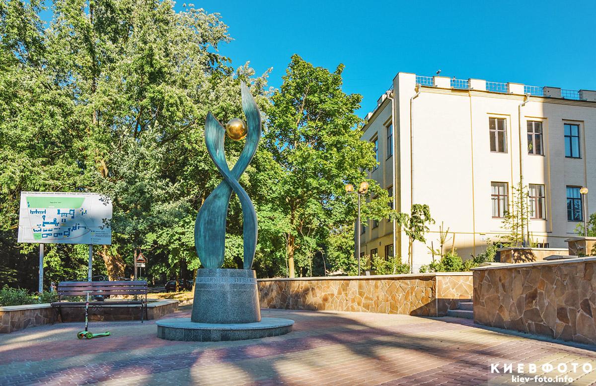 Скульптура «Еволюція пізнання» в КПІ