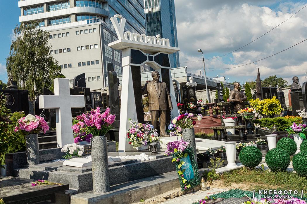 Надгробок на могилі Михайла Вороніна