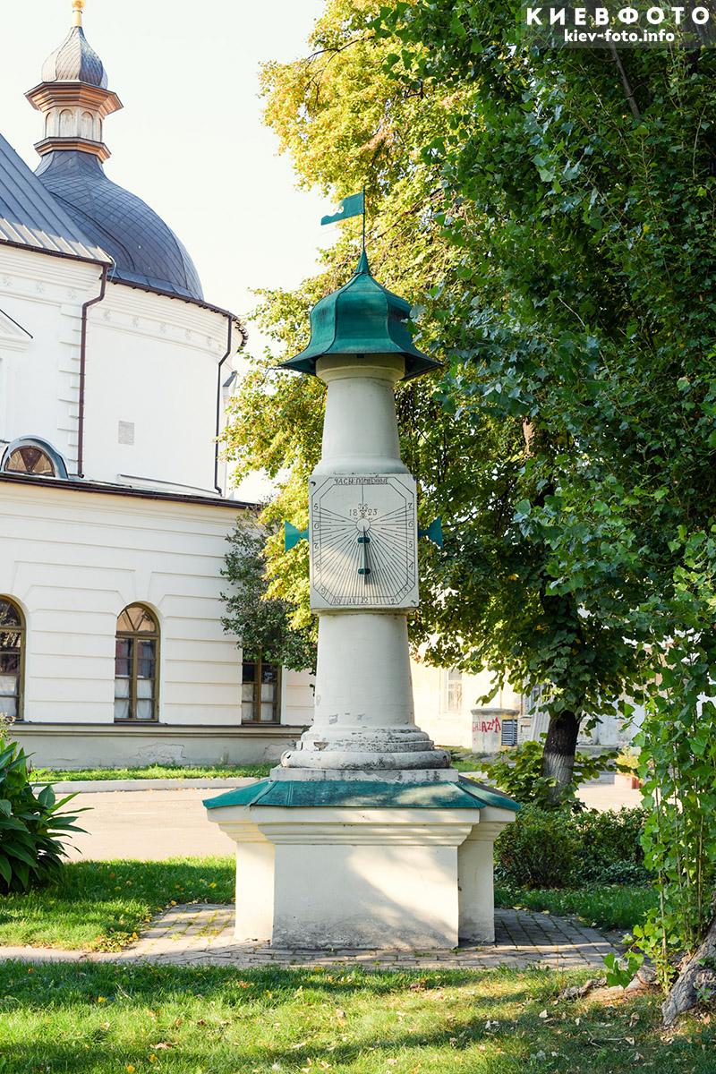 Сонячний годинник Брульйона у Києво-Могилянської академії