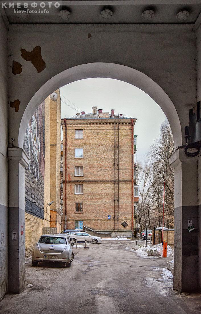 Меморіальна дошка Михайлові Ткачу. Прорізна 13