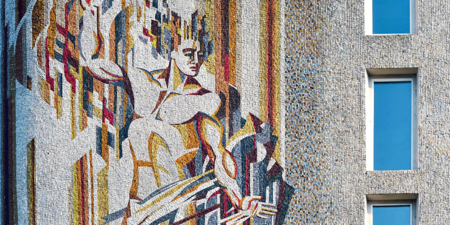 Мозаїка на фасаді АТ «Фармак»