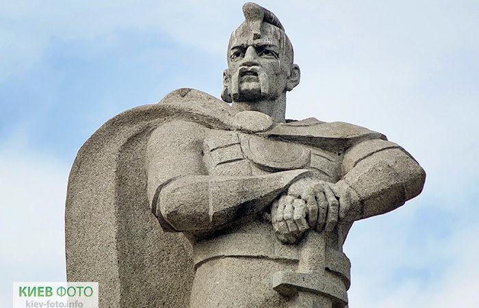 Пам'ятник князю Святославу Ігоровичу (в МАУП)