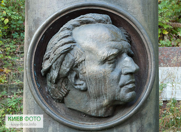 Надгробок на могилі Петра Панча