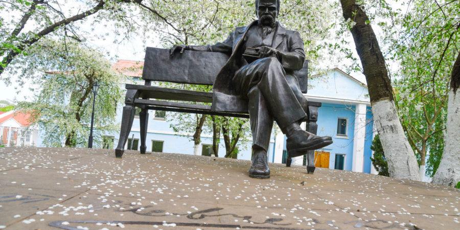 Пам'ятник Тарасу Шевченку в МАУП